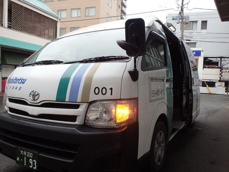 日田バスセンターに着いた杷木行のワンボックス