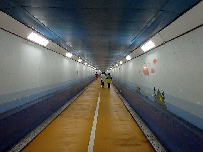 人道トンネル内
