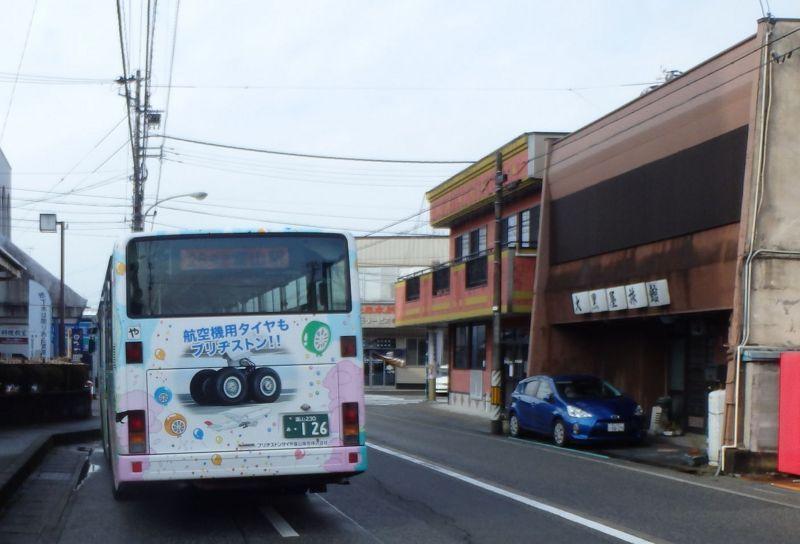 速星バス停に停車する26系統