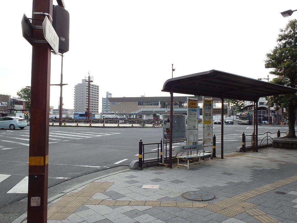 岩国駅と防長交通のバス停