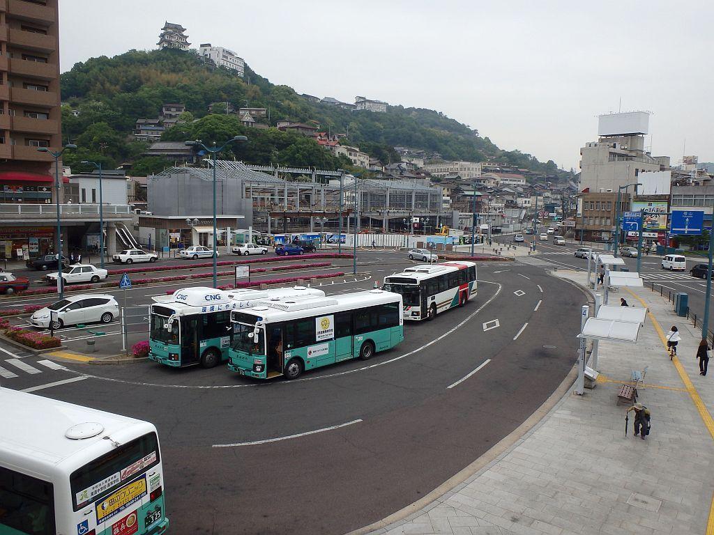 尾道駅前にて