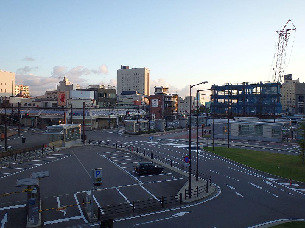 朝の高岡駅北口からの眺め