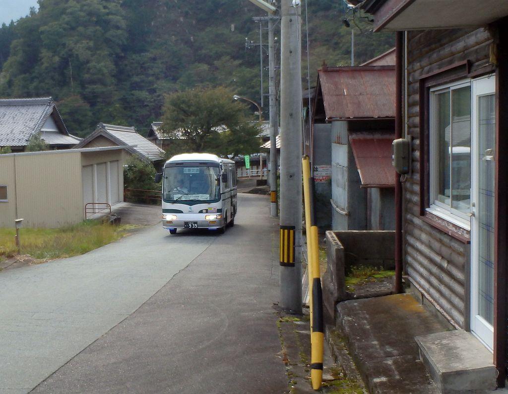 伊勢奥津駅前にて