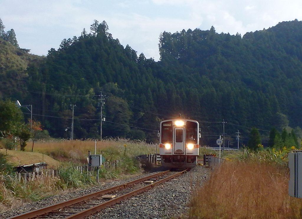 伊勢奥津に到着した名松線ディーゼル車