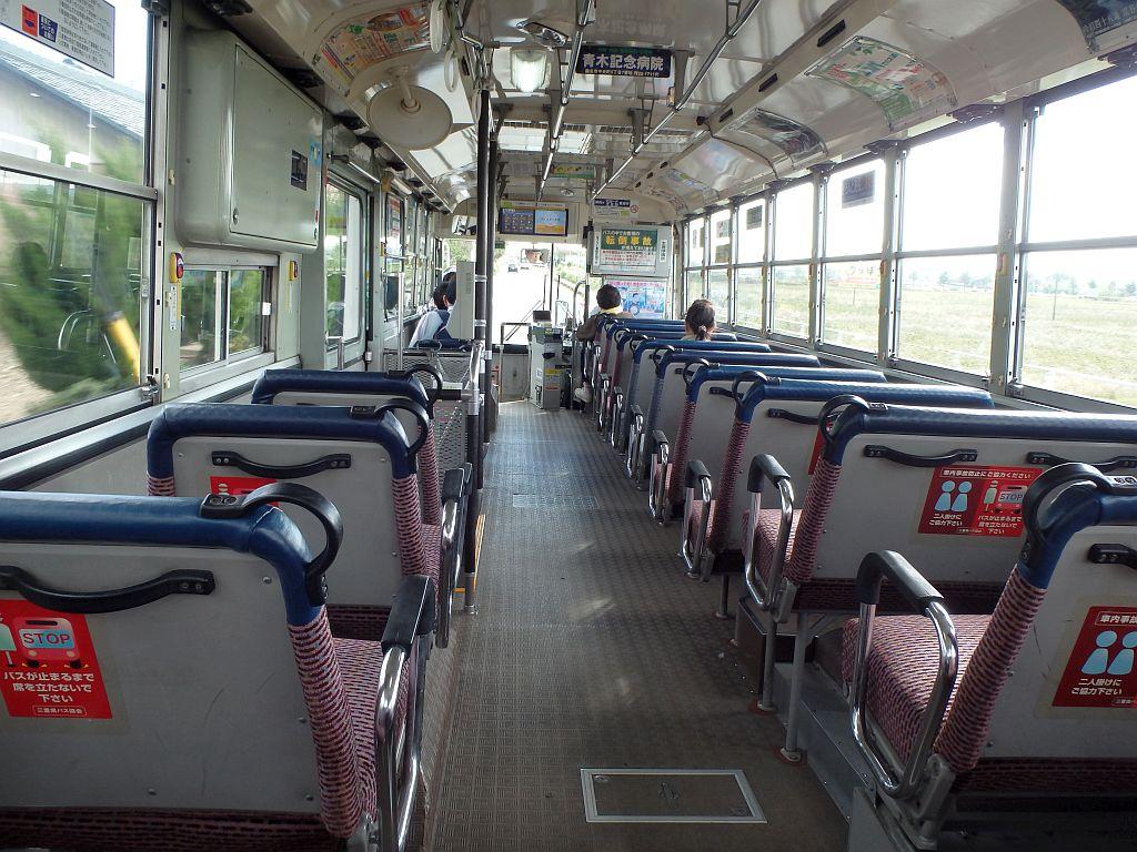 ノンステップバスよりも座席数の多い車内