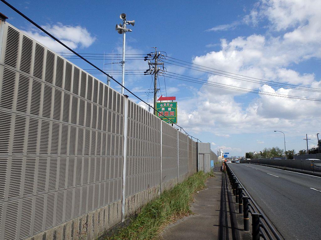 上松永への降り口付近には「旅館鍋田川」の看板がある