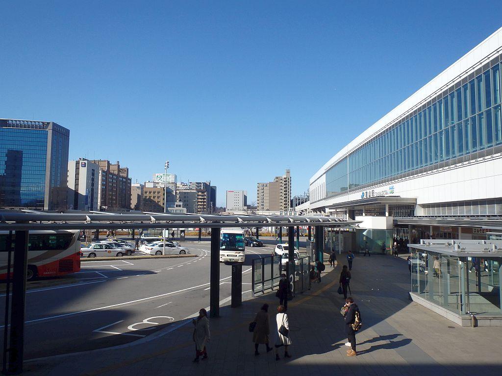 電鉄富山駅入口から見た富山駅前