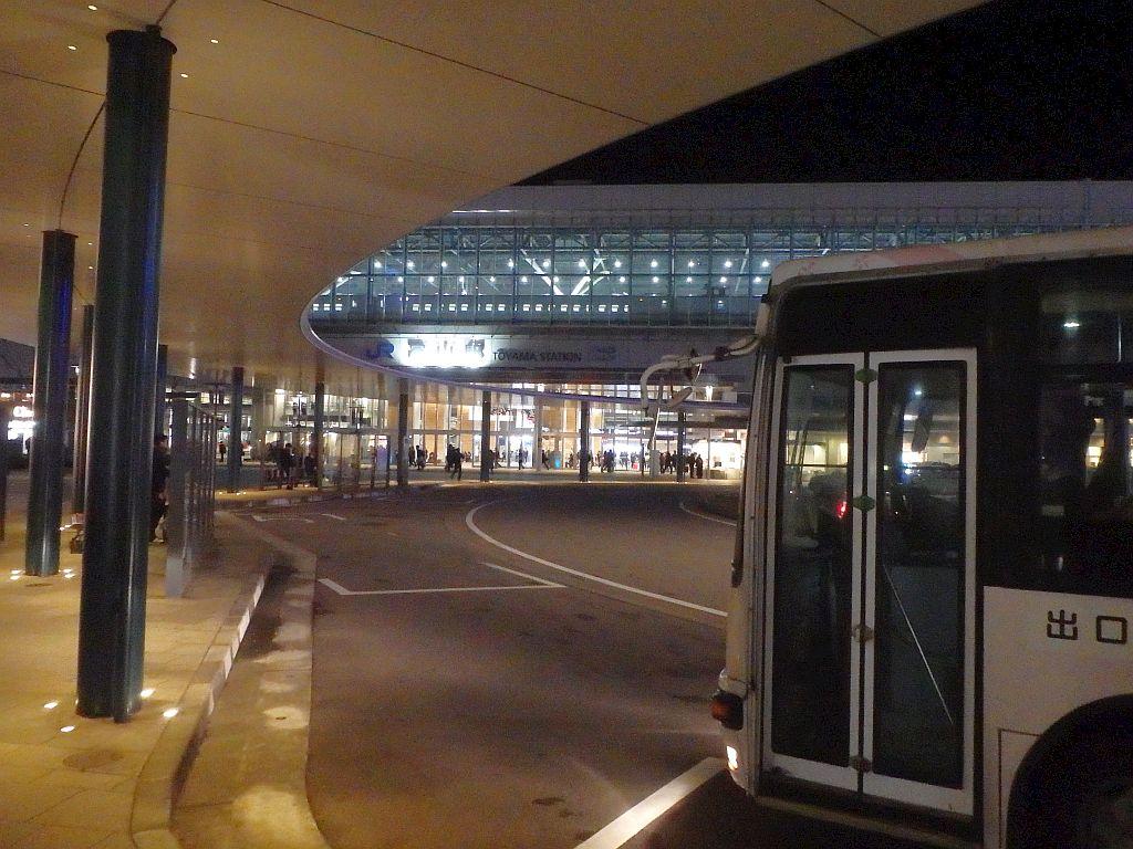 夜の富山駅