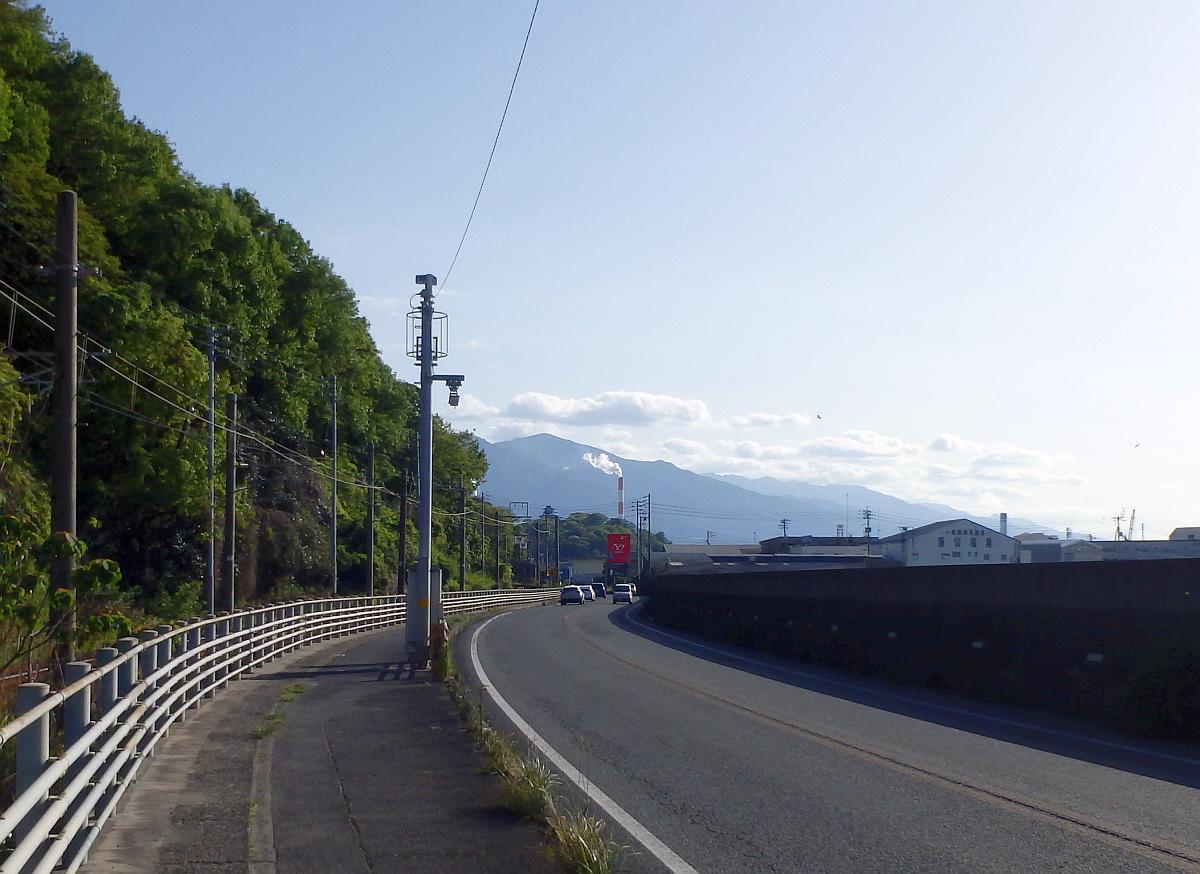 国道11号から川之江方面を眺めると、川之江城が見えた
