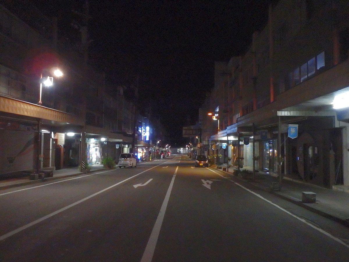 夜の駒ケ根駅前通り(広小路)