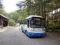 [路線バス][バス停]北沢峠到着直後の南アルプス林道バス