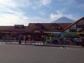 [駅][遠景]朝の河口湖駅と富士山