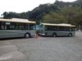 [路線バス]月夜野バス停の富士急バス2台