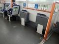[路線バス]車椅子スペースと座面裏の降車ボタン