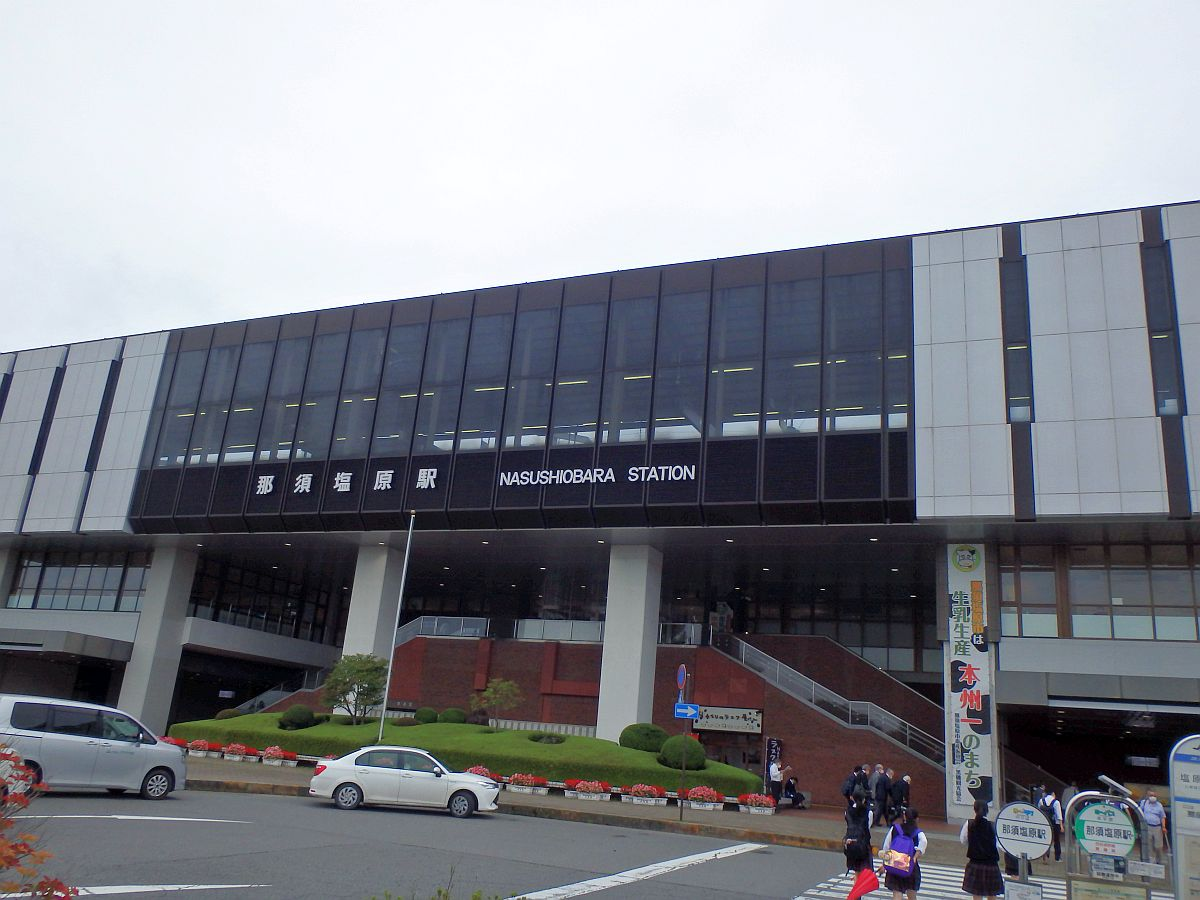 那須塩原駅の新幹線ホームを仰ぐ