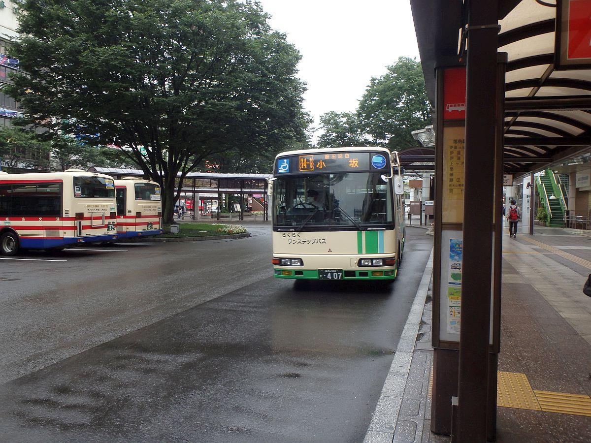 福島駅東口にて