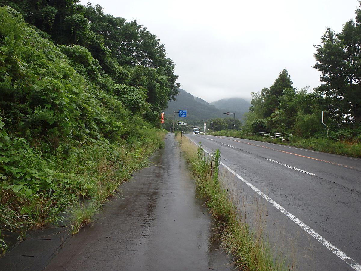 雨の国道4号
