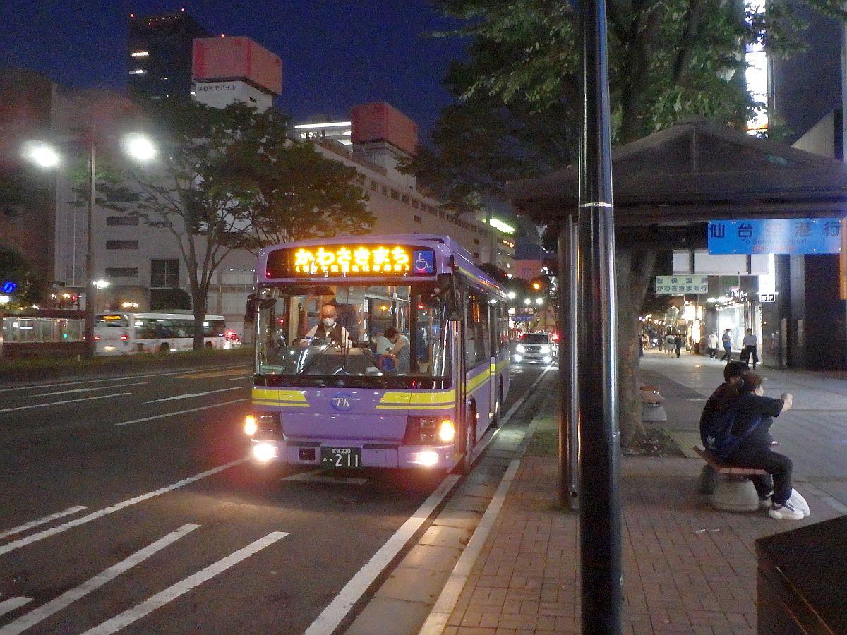 仙台駅前にて