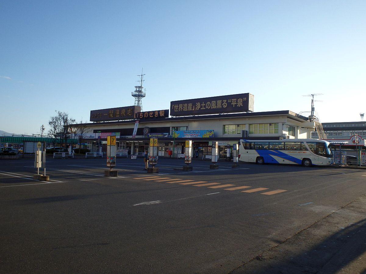 朝日の差し込む一ノ関駅