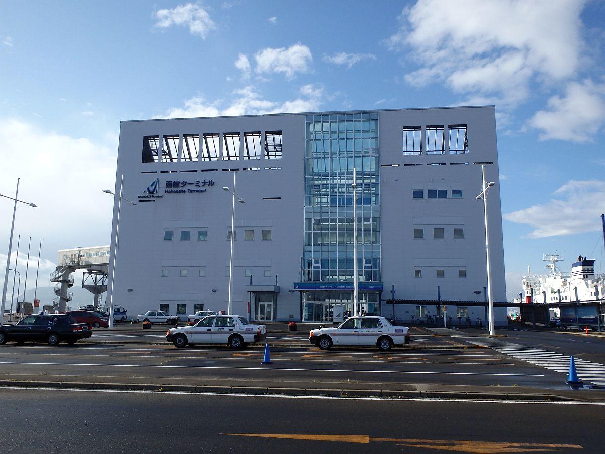 4階建てで中央部に吹き抜けあり、大間同様施設は新しい