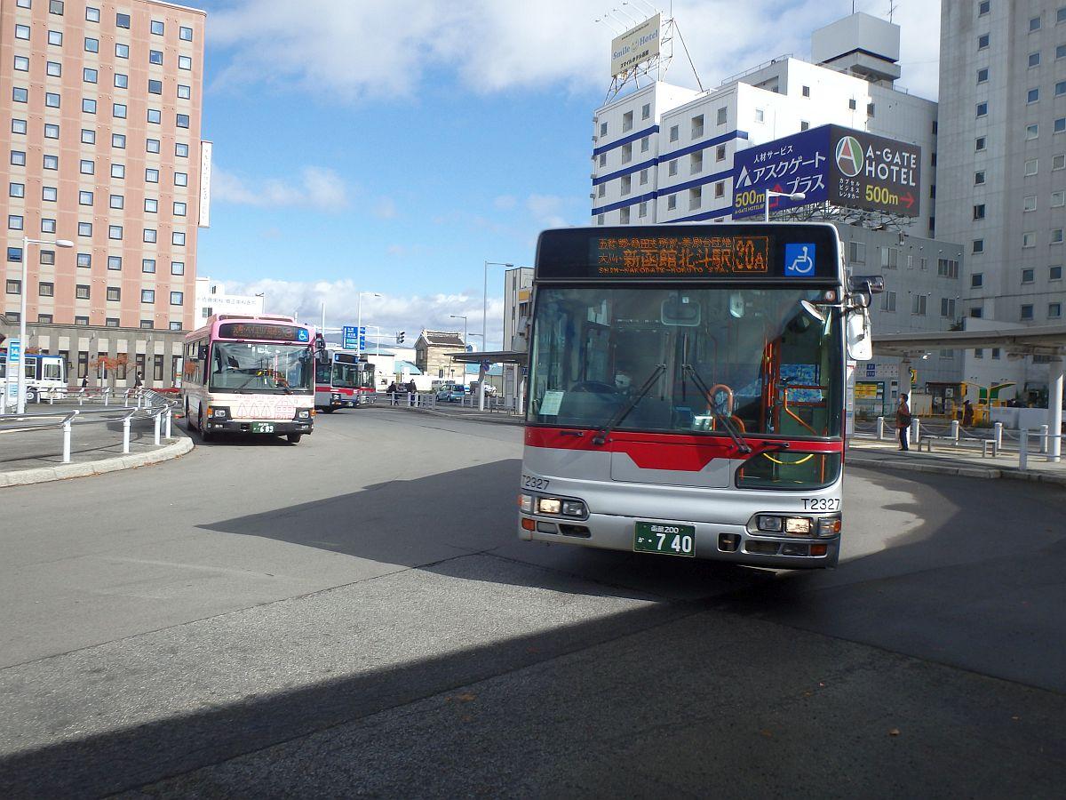 函館駅前にて