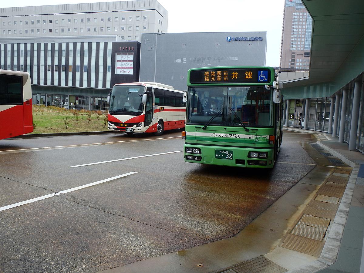 金沢駅西口にて