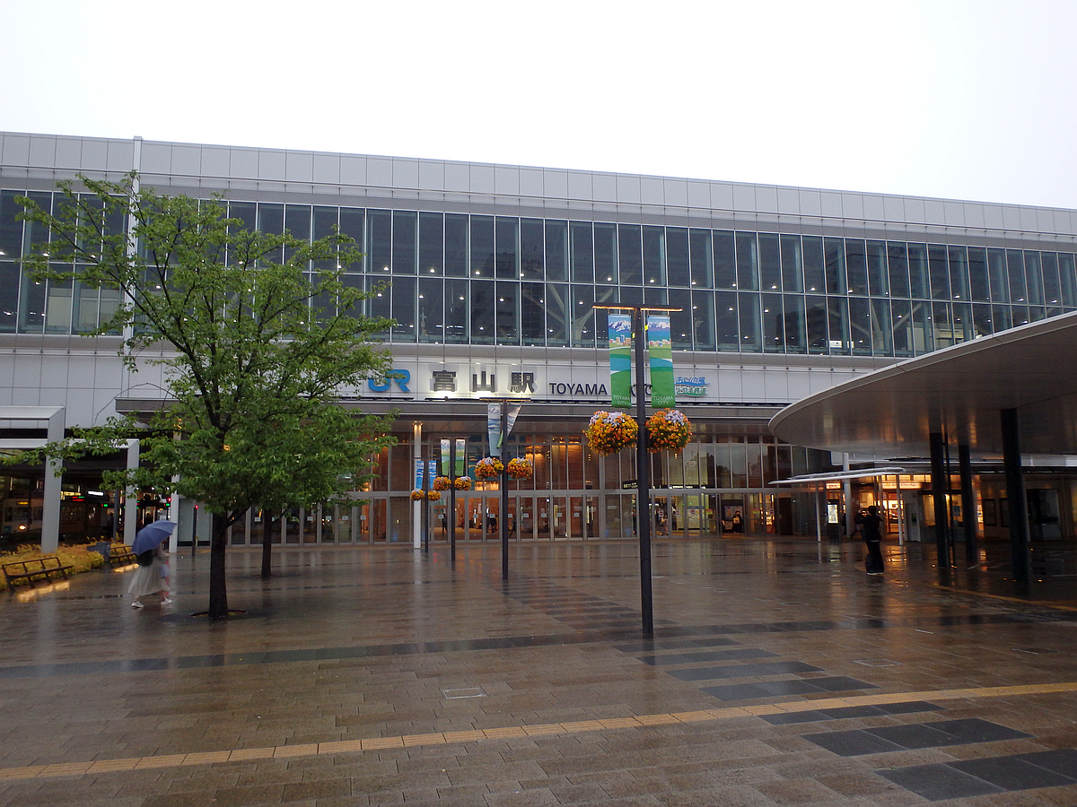夕刻の富山駅