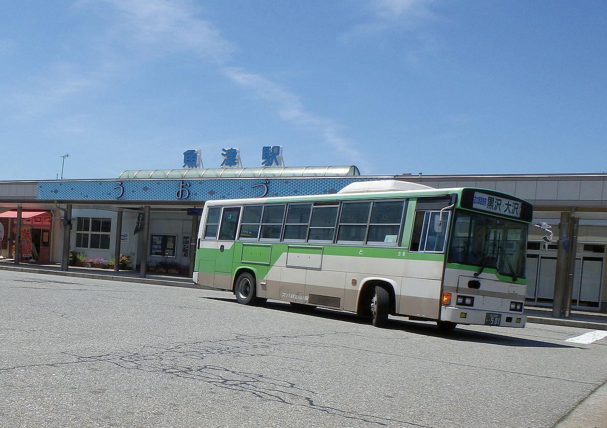 魚津駅前にて