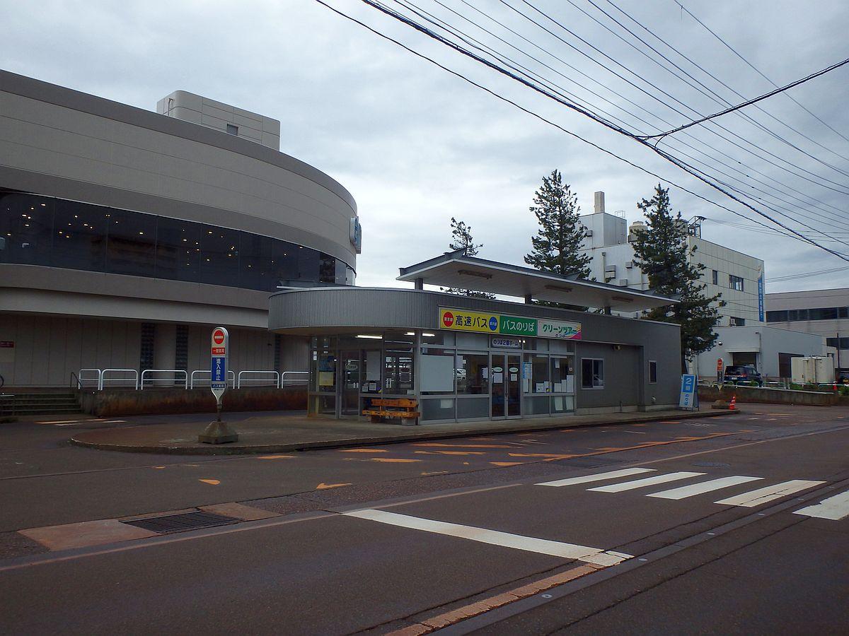 直江津ショッピングセンターとバス停
