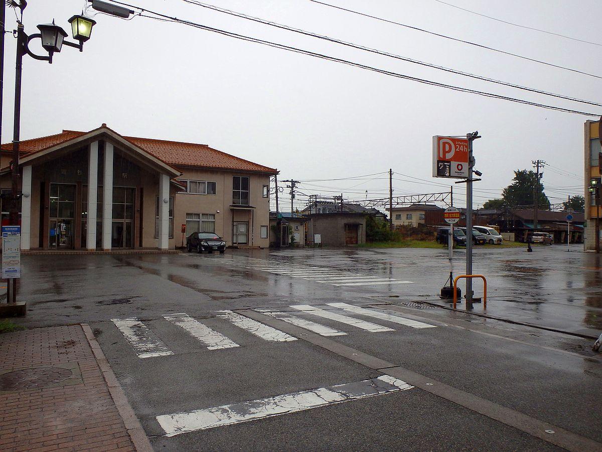 中央右に「池尻 金太郎温泉」と書かれた地鉄バスのバス停がある