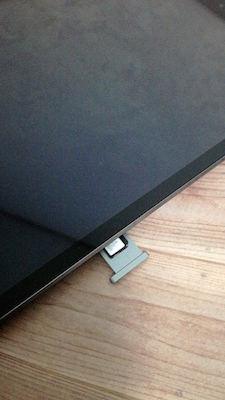 iPadからSIMカードを取り出す