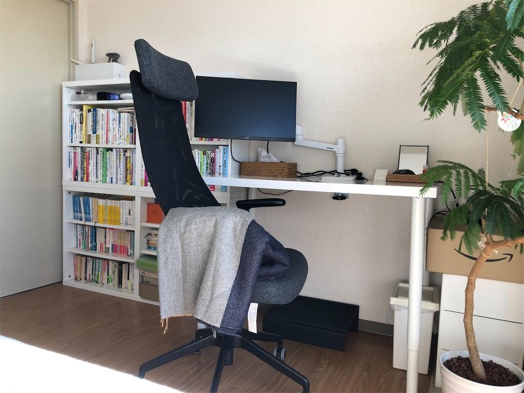 コロナウイルスの影響を受けた在宅勤務、リモート勤務のために自宅のワークスペース・デスクスペース・仕事スペースを改善するために、買ってよかったアイテムを紹介します。PCモニター、ディスプレイ、チェア、椅子、デスク、モニターアーム