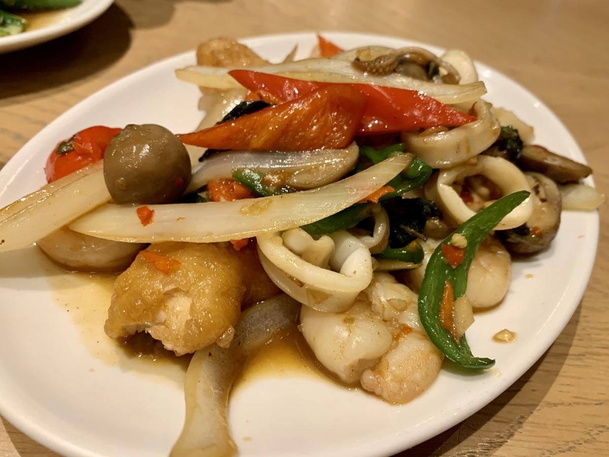 センディーテラスの海鮮バジル炒め