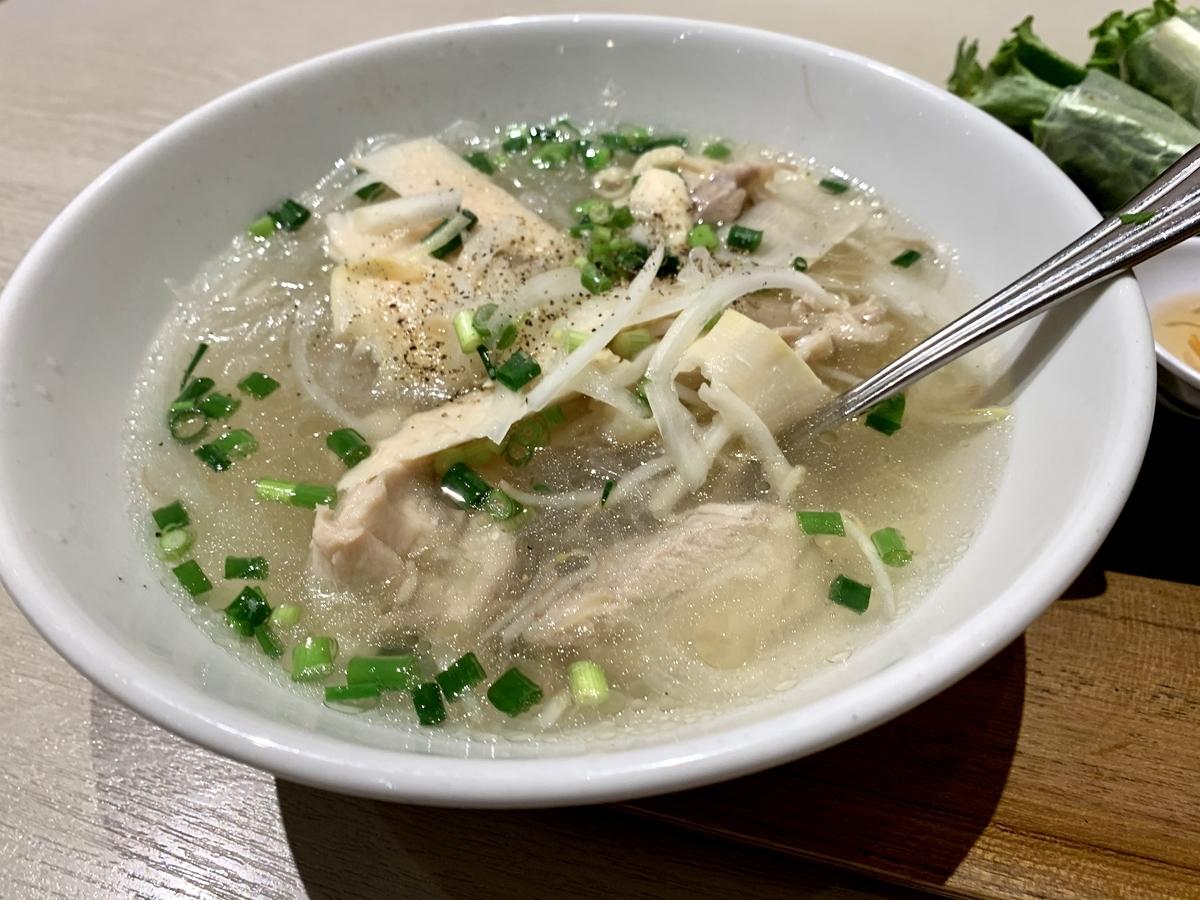 バインセオ サイゴン 有楽町店のたけのこと鶏のはるさめスープ