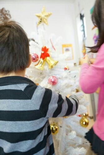 白のクリスマスツリー