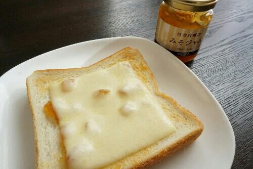 味噌ジャムとチーズのパン