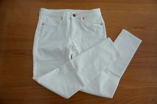 無印良品の白スキニーパンツ