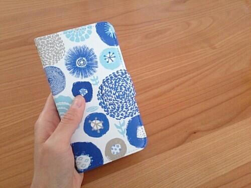 北欧テイストの手帳型スマホケース