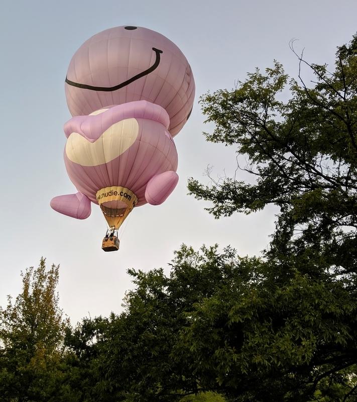 人形の気球