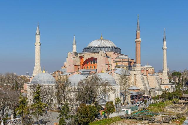 アヤソフィア。ギリシア正教会ではハギア・ソフィア大聖堂とも呼ばれる。