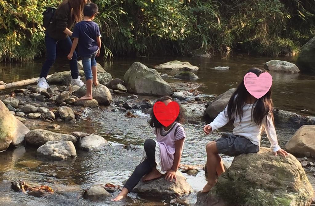 子連れキャンプで川遊び