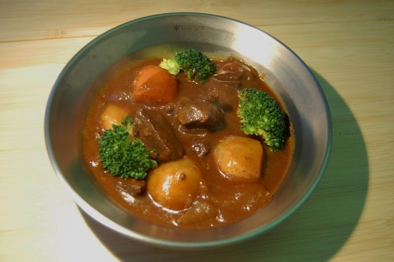 キャンプ料理 ダッチオーブン ビーフシチュー レシピ