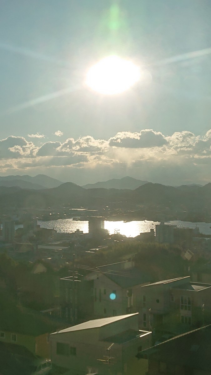 朝日 日の出 瀬戸内海 高台 景色