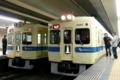 [小田急]駅で停車中に並ぶ5263Fと5270F。(2009年4月9日、成城学園前駅にて)