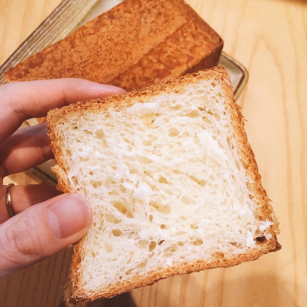 デュヌ・ラルテのデニッシュ食パン切ったところ