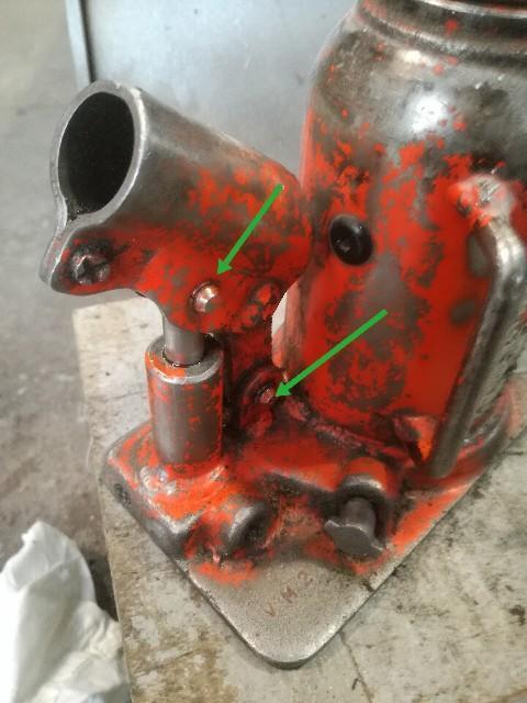 ダルマジャッキのオイル漏れ修理