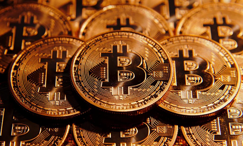 仮想通貨,ビットコイン,暗号通貨,アムウェイ,億万長者,ブロックチェーン,億り人,自己破産,暴落,エベレスト,投資信託,