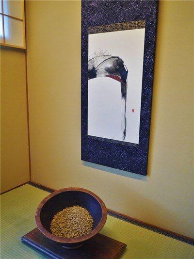 床の間にはコーヒー豆