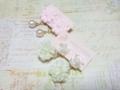 ピンクマーガレット、くるくるホワイトローズイヤリング