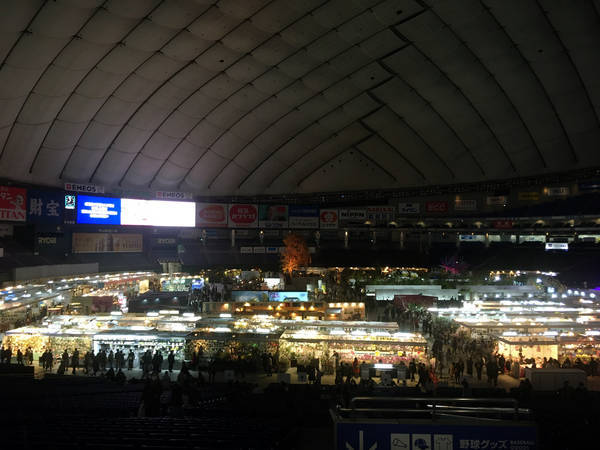 ライトダウンした東京ドーム